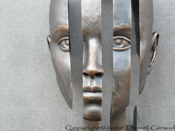 sculpture femme découpée
