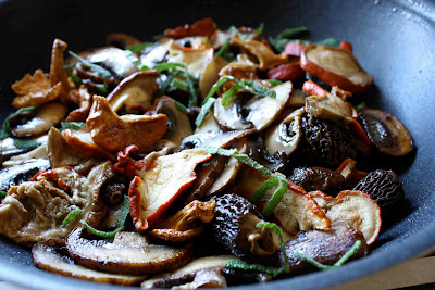 Wild Mushroom & Cornbread Panzanella Salad Recipe - Cookin ...