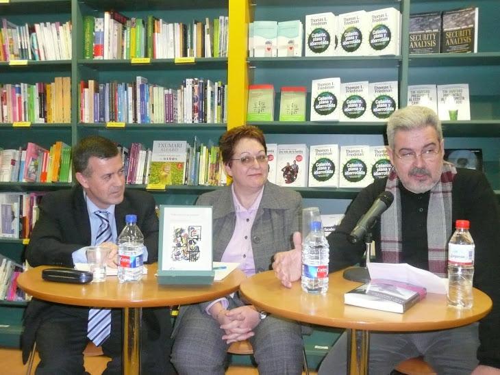 NUMEROSO PÚBLICO EN LA PRESENTACIÓN DEL LIBRO CÓMO DAR CLASE SIN QUEMARSE: 11 DE FEBRERO 2010.