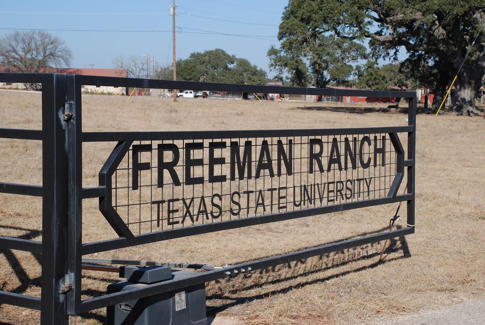 http://1.bp.blogspot.com/_njzFz1w9UVw/TUrYNUNRxuI/AAAAAAAAAFA/VOh9jmZagTg/s1600/ranch%2Bgate.jpg