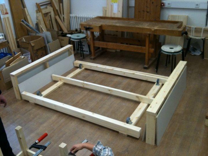 Holzbett selber bauen 140x200  Hartz IV Möbel: SiWo Sofa