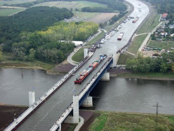 Musafar.com: MAGDEBURG WATER BRIDGE