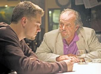 Cena do filme. À esquerda, Leonardo DiCaprio. À direita, Jack Nicholson.