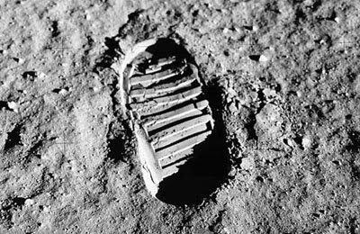 Pegada de astronauta no solo lunar