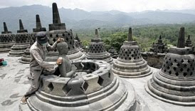 borobudur covered by volcano ash