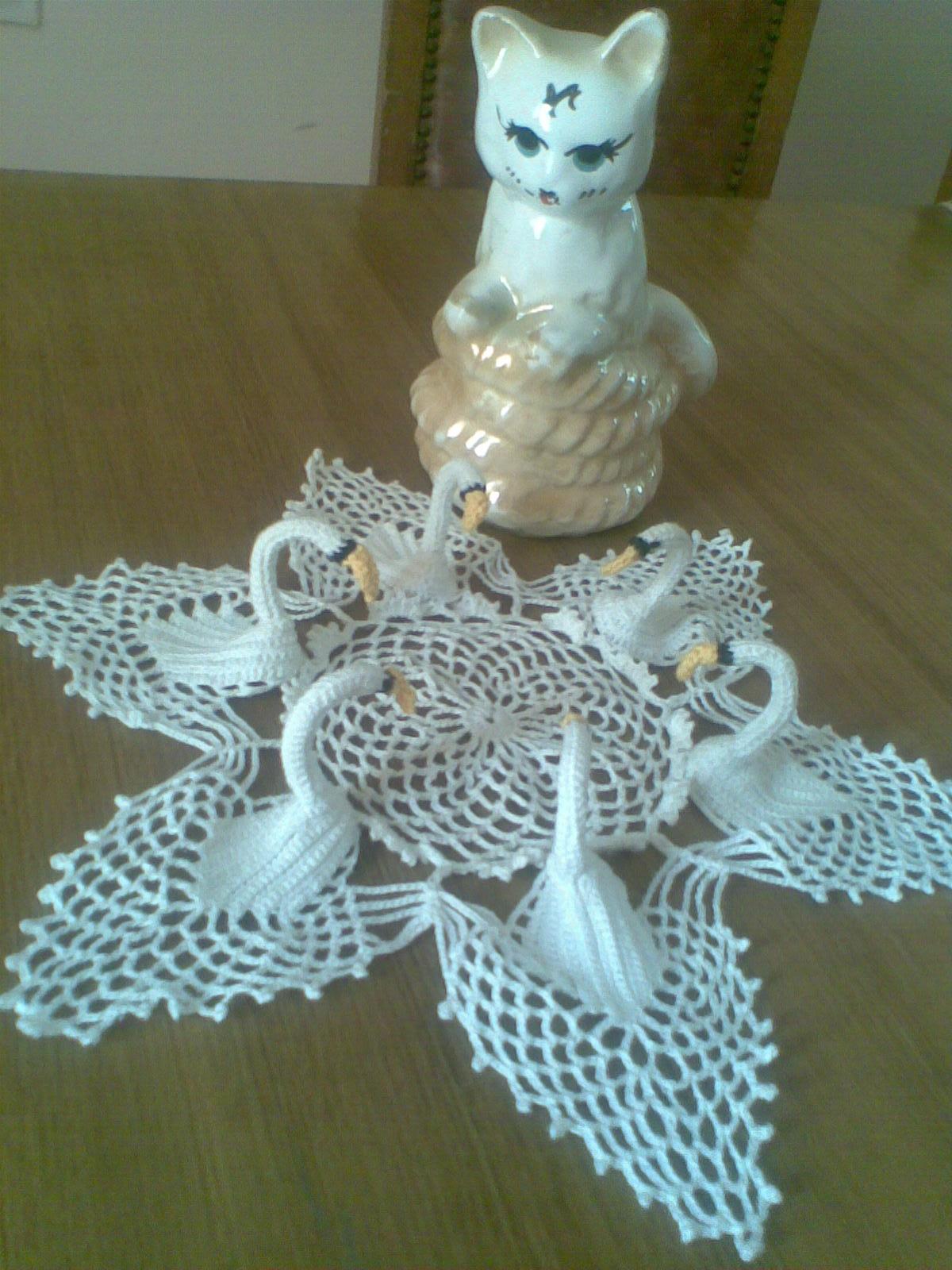 Free Crochet Swan Doily Pattern : Ms.crochet: My swans doily