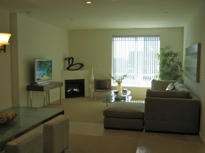 637 S Fairfax Living Room