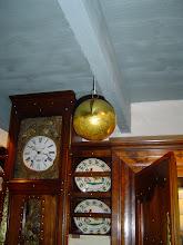Musée PJ Hélias. Une boule suspendue au plafond...