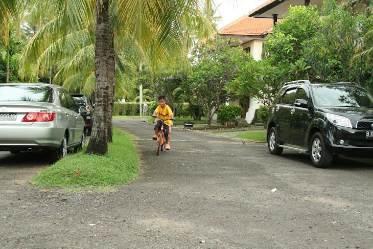 Bersepeda di villa pribadi mambruk Anyer