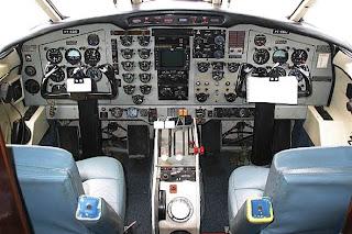http://1.bp.blogspot.com/_nv6r3f2WUpQ/StZ9z0IhOsI/AAAAAAAABDU/cKYCx9bZ66w/s320/pt-edo+cockpit.jpg