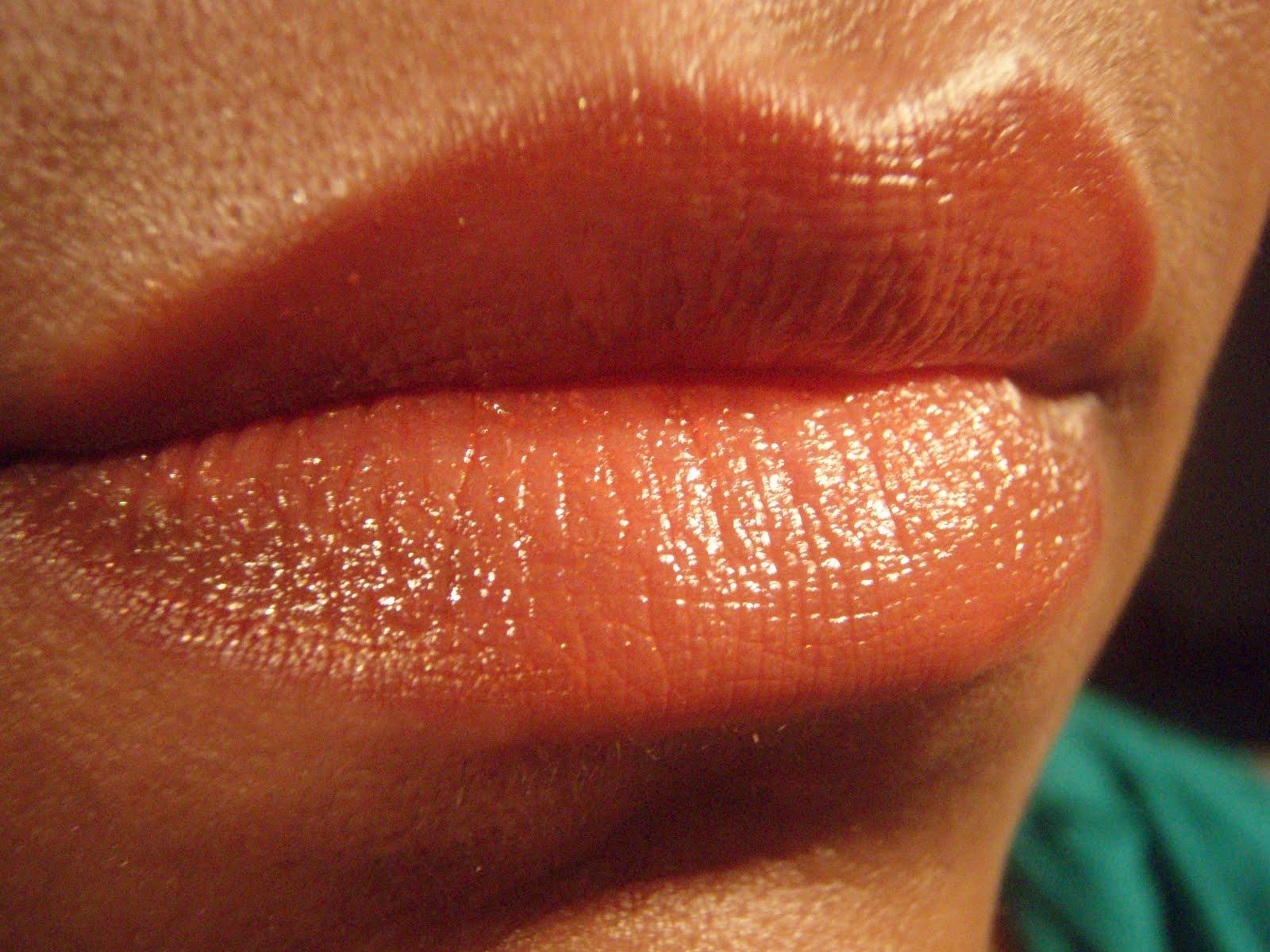 Natural Lighting Vs Fluorescent On Skin