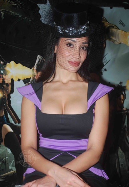 Hot Sofia Hayat Hanging Breast And Figure Show Celebrity