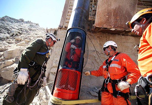 A sólo horas del rescate, los equipos tienes preparadas las cápsulas.