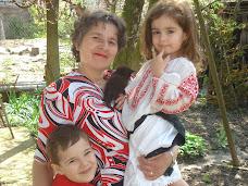 bunica si nepoţii în aprilie 2006