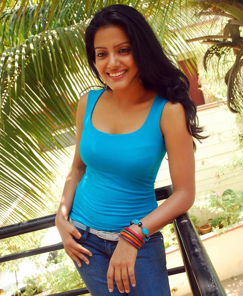 http://1.bp.blogspot.com/_o-CEjRN2Rj8/TU_ZqAjDRpI/AAAAAAAACgY/N-ZuRAnR4xk/s1600/tollywood-actress-visakha-singh-hot-stills-and-photos__12.jpg