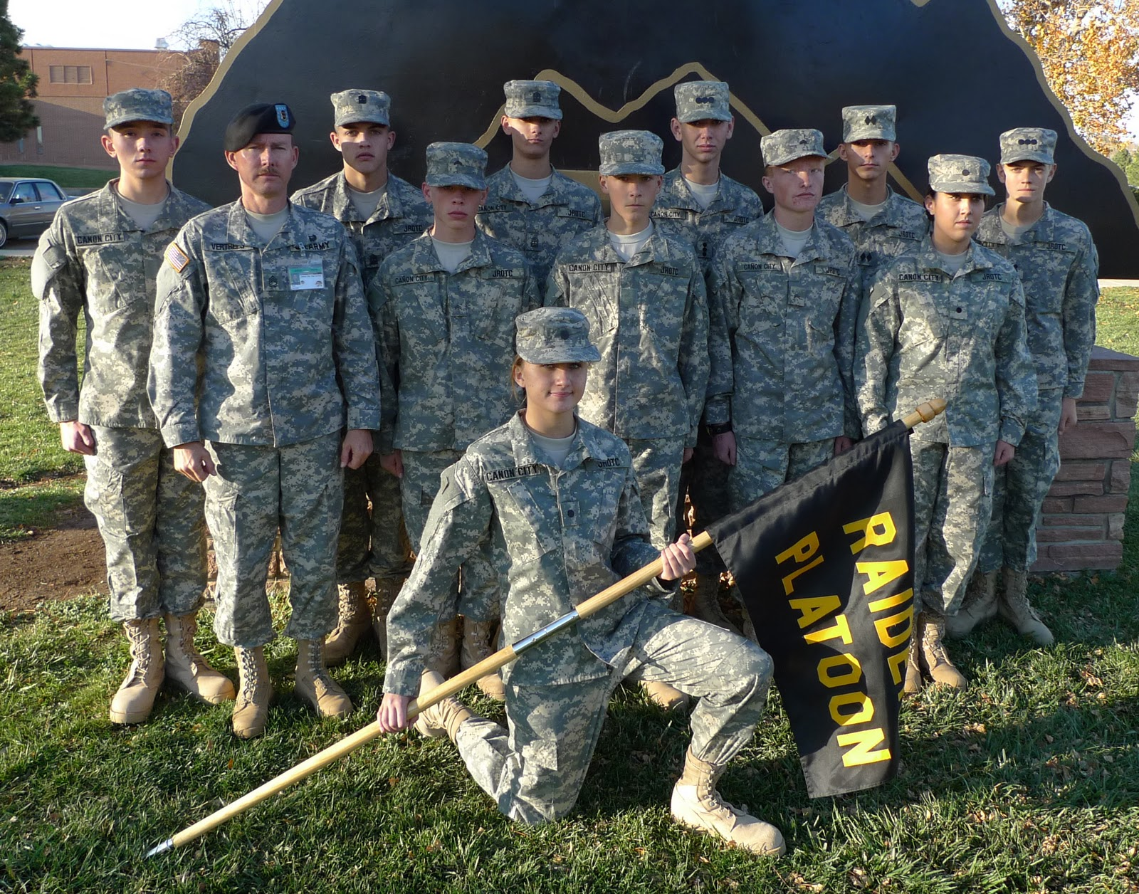 army jrotc Army rotc leadership excellence earn a commission and a degree army rotc is a college elective that allows you to earn a commission straight out of college as a second lieutenant in the army national guard, the army reserve, and the active army.