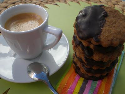 Resultado de imagen de cafe con leche y galletitas