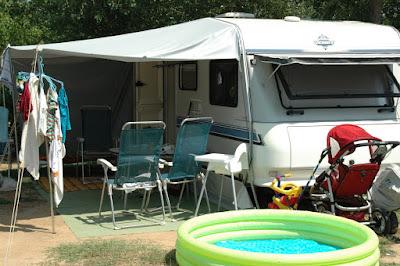 de caravan op de Camping