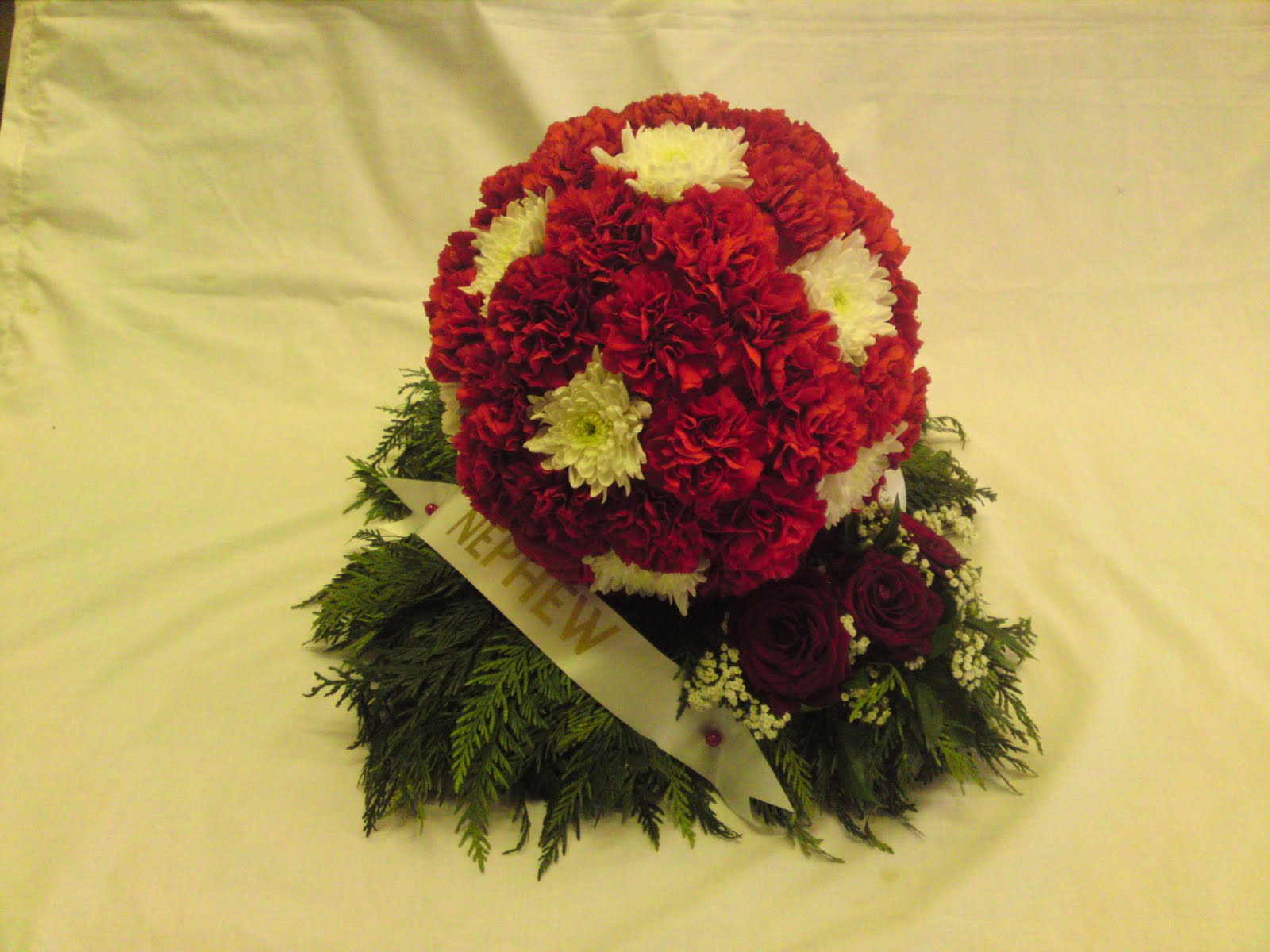Rjs florist funeral football tributes another tribute in ctiys colours and a new design out was a scarf designed in lincoln citys red and white stripes red carnations and white chrysants izmirmasajfo