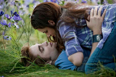 http://1.bp.blogspot.com/_o54oH3KTQkU/S3hNgzZb2TI/AAAAAAAAASk/XlONKmgWVXU/s400/NEW-Eclipse-Stills-edward-and-bella-10328385-1300-866.jpg