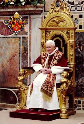 EL ANACRÓNICO FASTO DEL VATICANO Pio_XII_benedicto_trono