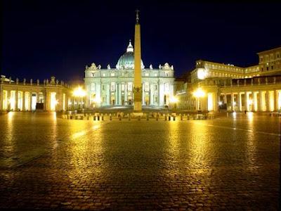 EL ANACRÓNICO FASTO DEL VATICANO Pio_XII-vaticano_oro1
