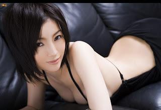 sexy in black Gadis Ayu Jepang