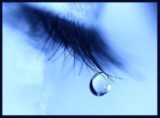 أي دمعة من هذه - الدموع - كانت الأقوى والأمر طعماً بال