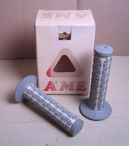 nos a'me dual grips grey and white