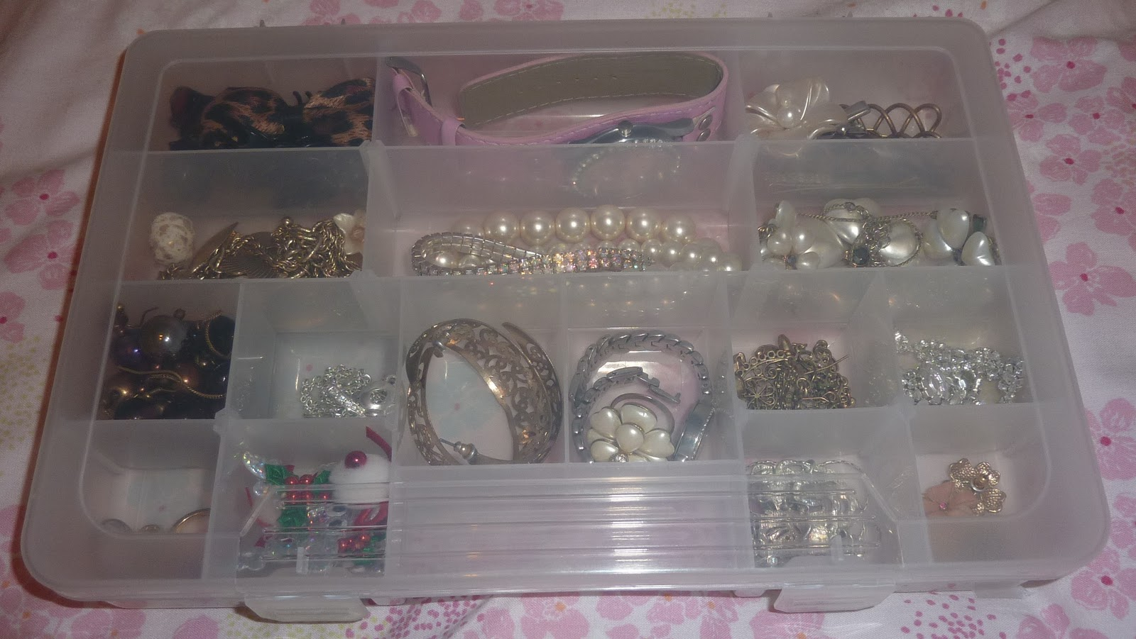 I also find with the Muji boxes some of my costume jewellery has oxidised faster than if it were in an airtight container or at least one which didnu0027t let ... & Click and Make-Up Beauty Blog: £1 Jewellery Storage Solution!