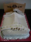 Questa la torta per festeggiare l'addio al nubilato di Maura, spiritosa ma .