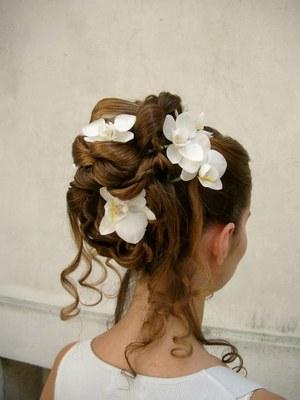 Les plus belles coiffures de mariage: Chignon de mariage avec fleurs