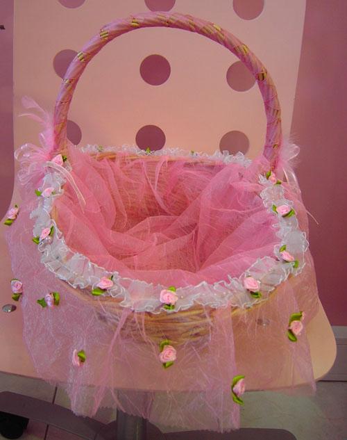 Download 10] Cesta decorada com tule rosa, flores e fita de cetim rosa