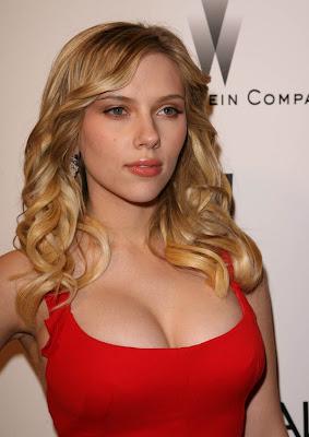 Scarlett Johansson Sexy Red Picture