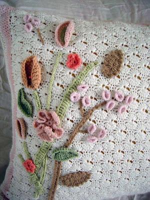 Crochet Christmas Pillow -- Free Pattern