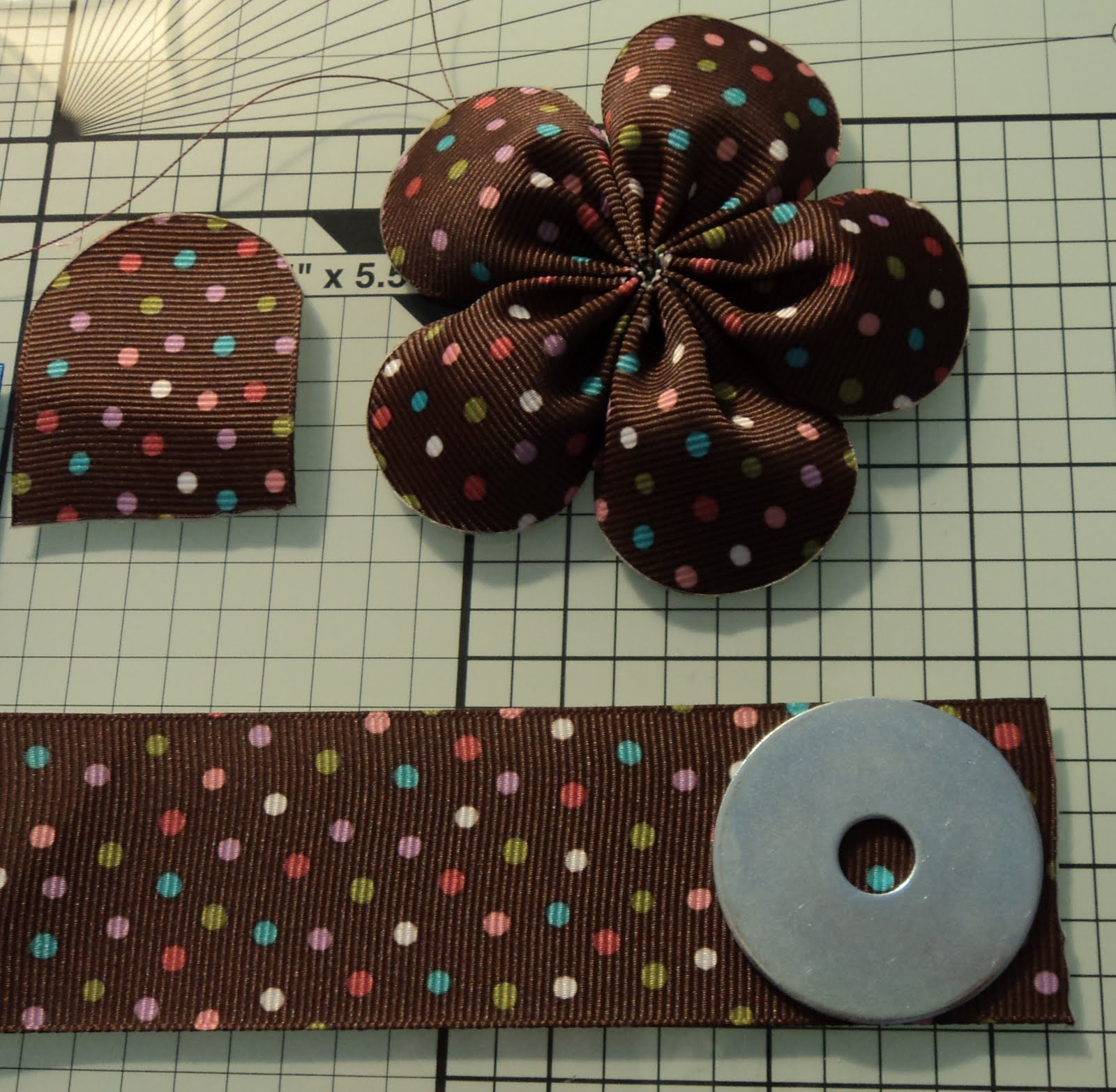 Ribbon flowers by rounded end five petal flower - Flores de telas hechas a mano ...
