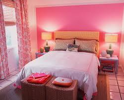 Punainen väri makuuhuoneessa