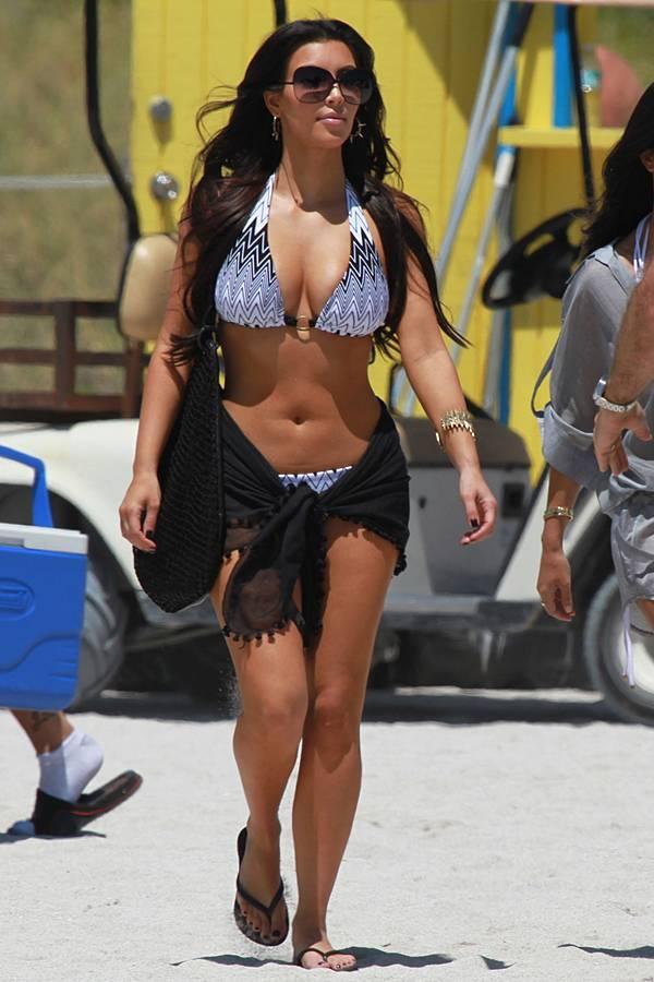 http://1.bp.blogspot.com/_oFpJgOxs99M/S7bmvUh7FpI/AAAAAAAAXdQ/M3SDgWO4A68/s1600/kim_kardashian_03.jpg