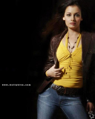 diya mirza wallpapers. Diya Mirza Ultra Hot