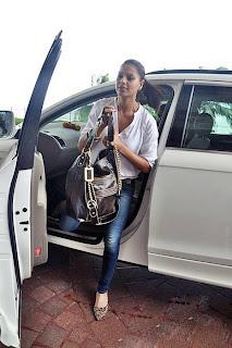 Bipasha Basu Without Mackup New Photos Navel Queens