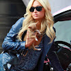 Paris Hilton | Shows us Her Little Puppy & Pink Car