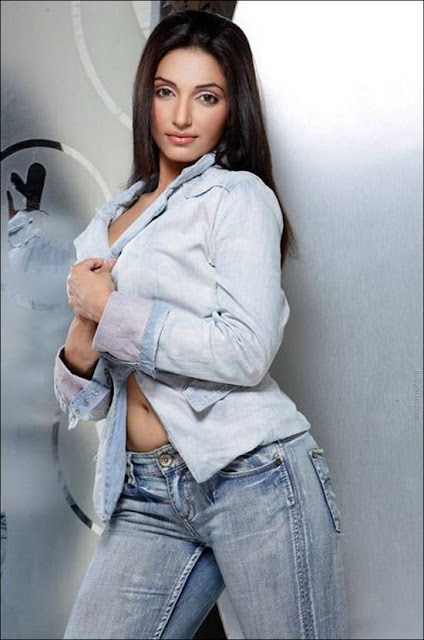 Gorgeous Miss Elegant  Navina Bole Photoshoot hot images