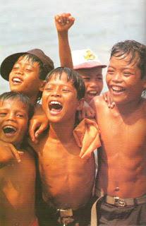 http://1.bp.blogspot.com/_oHn7yvgsewM/TGnxoQJgOJI/AAAAAAAAACI/2PXDLl2zaz4/s1600/1_Senyum_Anak_Indonesia.jpg