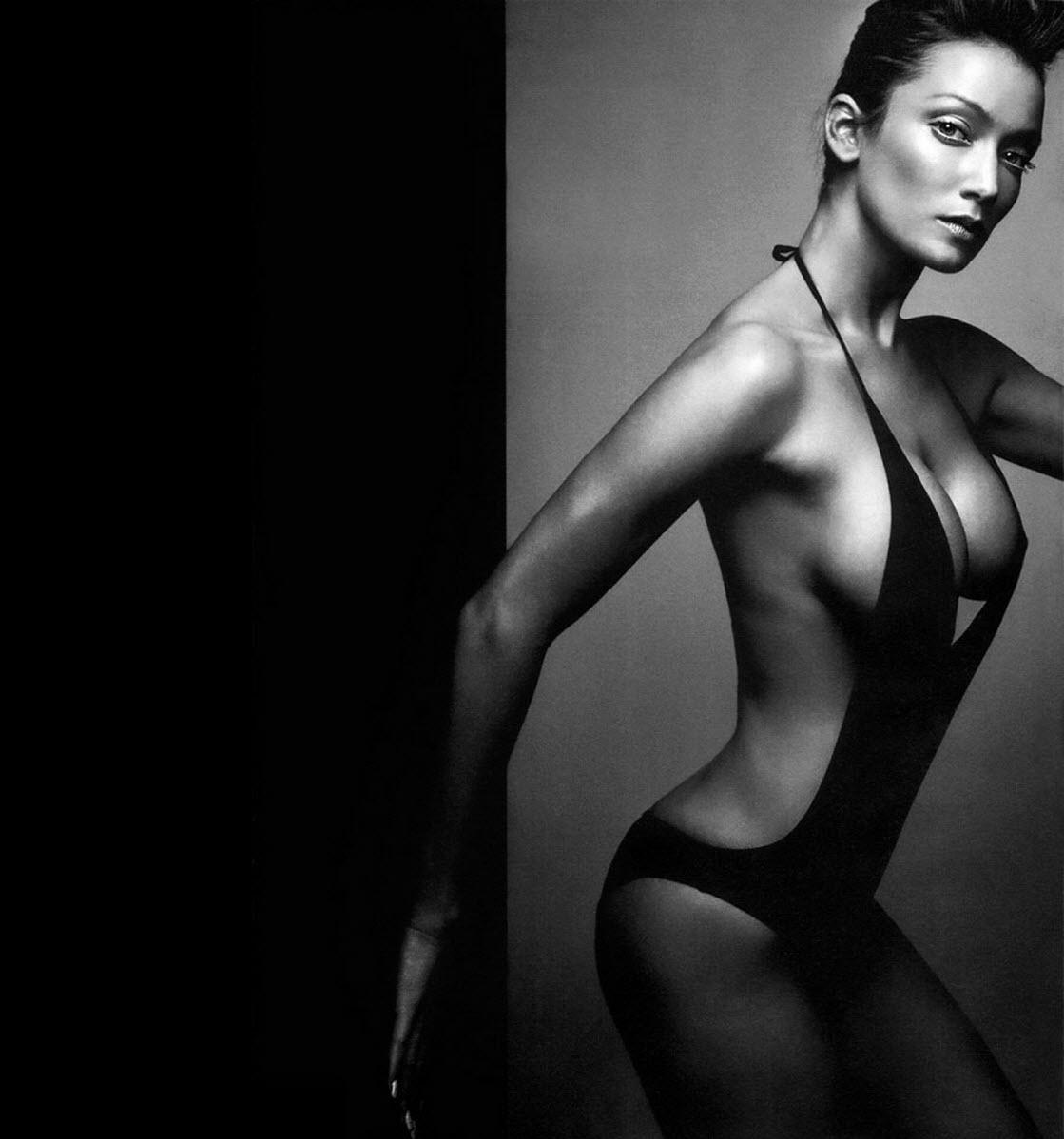 http://1.bp.blogspot.com/_oHxiR-yjcmo/TUC2k9uLrjI/AAAAAAAAKaQ/gxapDLCFCpw/s1600/Beautiful-Girls-in-Black-and-White-Wallpapers_02%2B%252889%2529.jpg