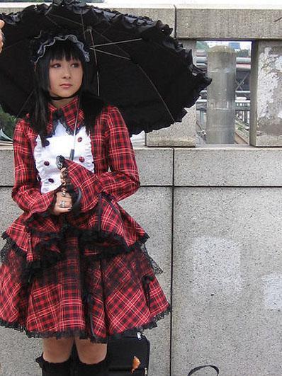 http://1.bp.blogspot.com/_oIfYA98tepA/TMcjv5sbP7I/AAAAAAAAABw/MuFA1c9PyIE/s1600/gothic-lolita-216680594e.jpg