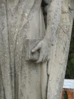 El ángel de la lectura - Cementerio de Cadaqués