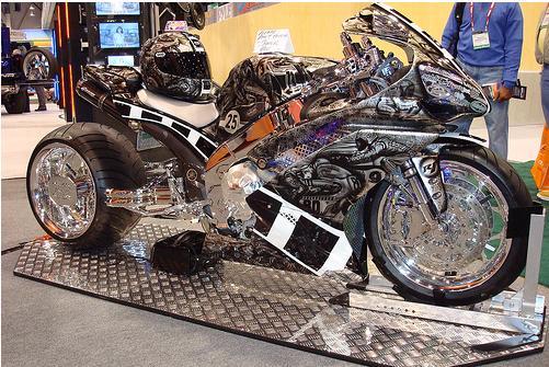 http://1.bp.blogspot.com/_oMx46s6RyNA/SwWV2jLf8zI/AAAAAAAAAFs/C3hvZoc6EdA/s1600/Custom+Yamaha1+R1.JPG