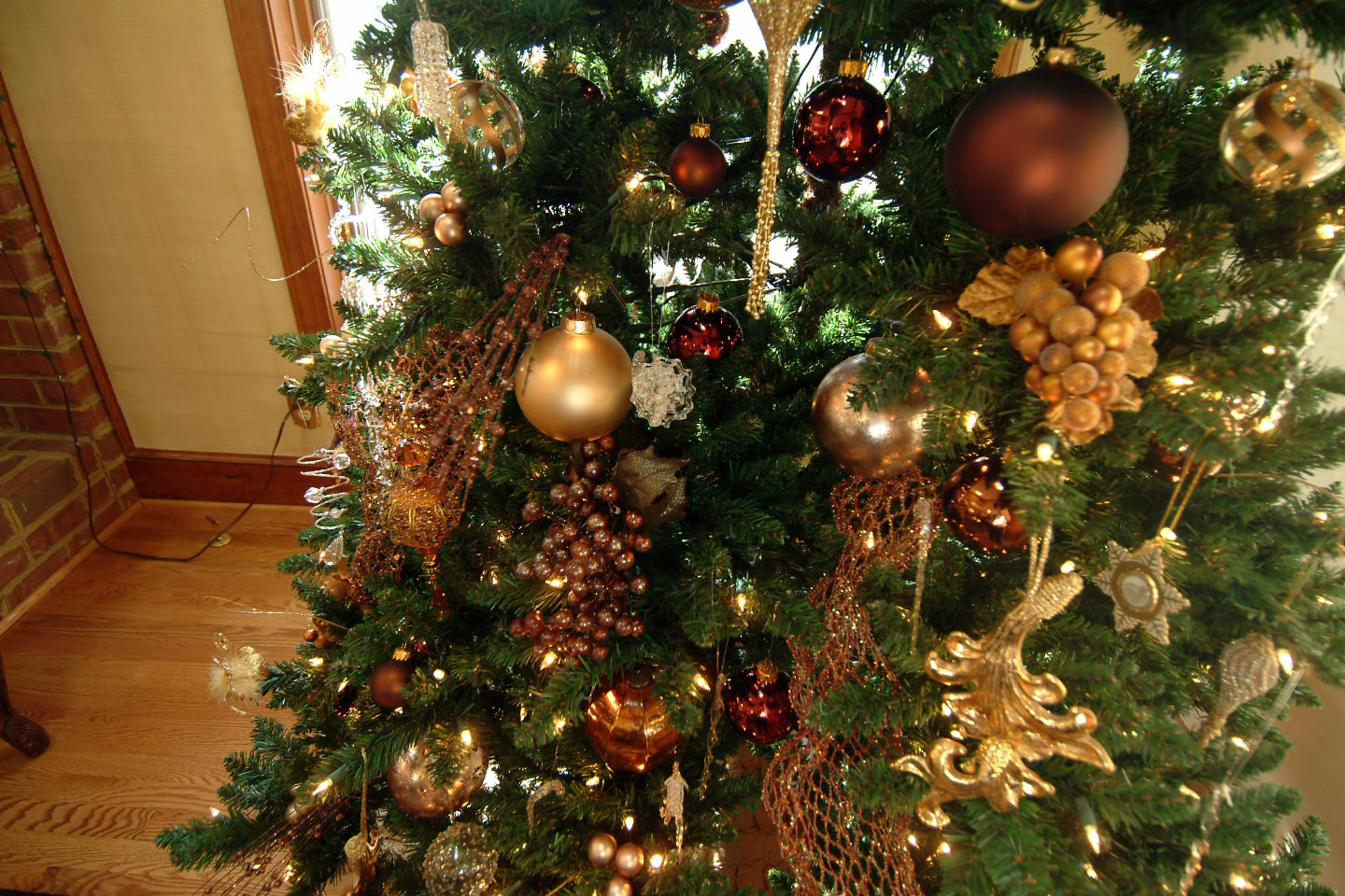 Christmas Tree Decoration Berries : A perfect setting for christmas decorating