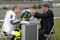 [Clic para agrandar - Valentino Rossi campeón de MotoGP 2008 - fotos prensa Yamaha Racing - automOndo]
