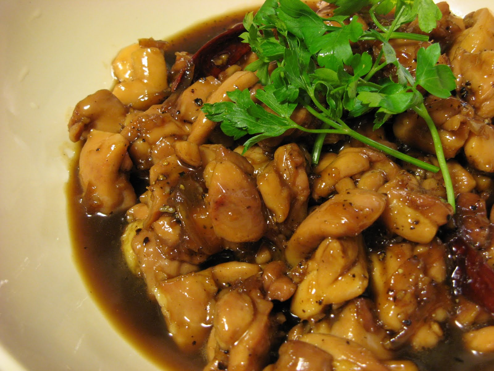 The Well-Fed Newlyweds: Caramelized Black Pepper Chicken